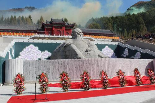 铁刹山风景区已被载入《中国名胜词典》,蜚声海内外.